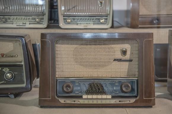 radio-590361_640
